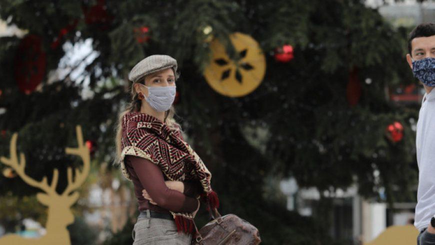 Κορωνοϊός: Οι ιδιαίτερες φετινές γιορτές -Ρεβεγιόν ως 9 άτομα, απαγόρευση κυκλοφορίας, μαγαζιά click away