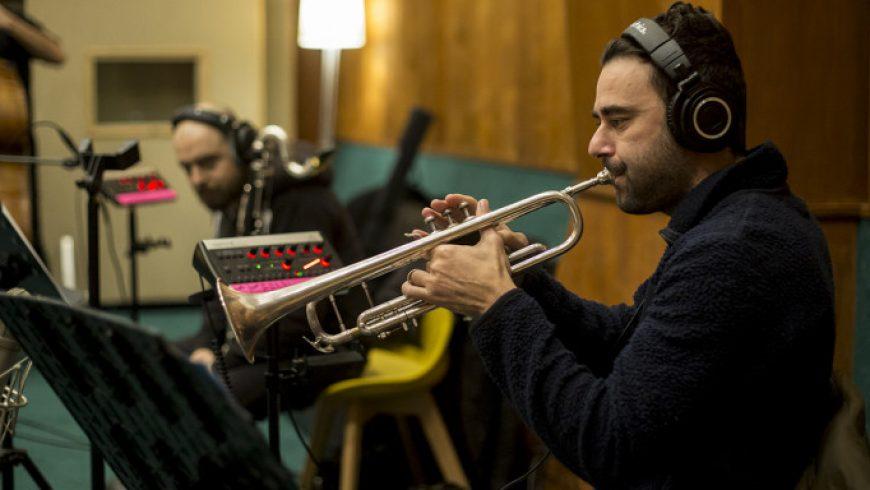 Τα «σπάνε» οι ραδιοφωνικές ιστορίες μυστηρίου του Φεστιβάλ Αθηνών – Με απολαυστική τζαζ μουσική