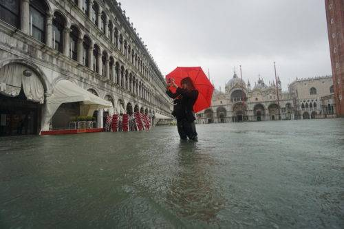 2020: Από τις πλημμύρες μέχρι τις επιδρομές ακρίδων, η «κλιματική κατάρρευση» είχε μεγάλο κόστος για όλους μας το 2020