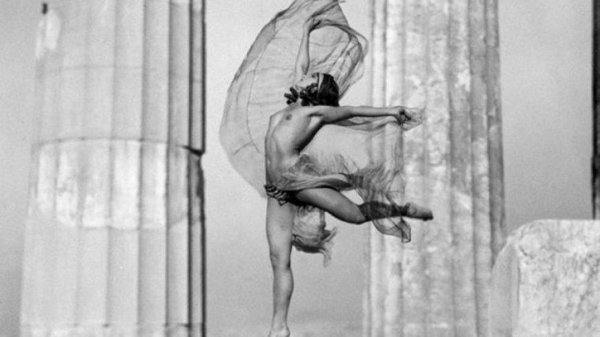 Χορεύοντας στην Ακρόπολη: Η Nelly's στα Close Ups του Μουσείου Μπενάκη