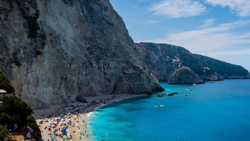 Globaldata: Ποια κατηγορία τουριστών θα ξοδέψει περισσότερα και γιατί φέτος το καλοκαίρι
