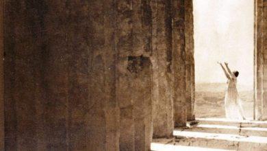 Ένας αιώνας από τη στιγμή που η θρυλική Ισιδώρα Ντάνκαν φωτογραφήθηκε, όπως κανένας πριν, στην Ακρόπολη – Εμβληματικές εικόνες