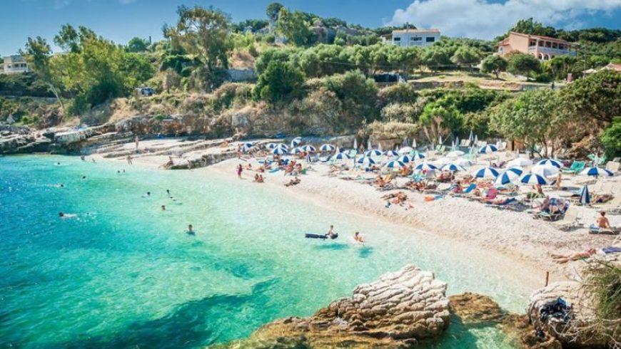 «The Sun»: Από Ιούνιο διακοπές για τους Βρετανούς στην Ελλάδα χωρίς καραντίνα