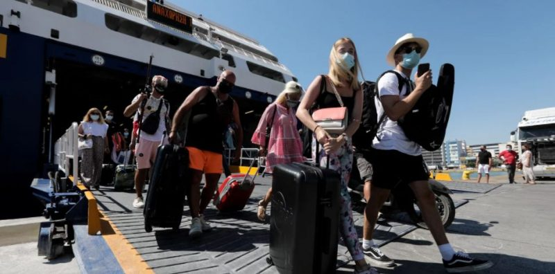 Ανοίγουν οι μετακινήσεις την Παρασκευή – Πώς θα ταξιδεύουμε σε άλλους νομούς και νησιά, πότε χρειάζεται τεστ