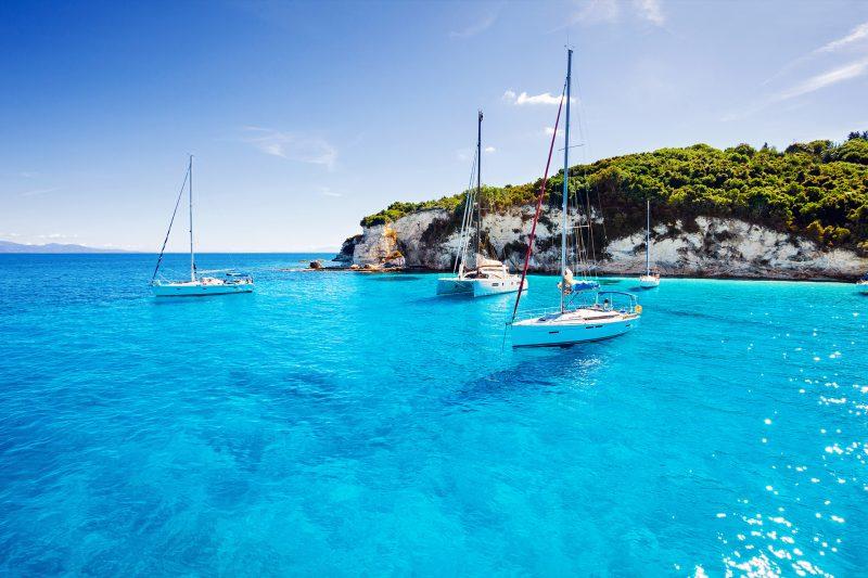 Ιστιοπλοΐα στα ελληνικά νησιά: Οδηγίες προς ναυτιλομένους από το Bloomberg
