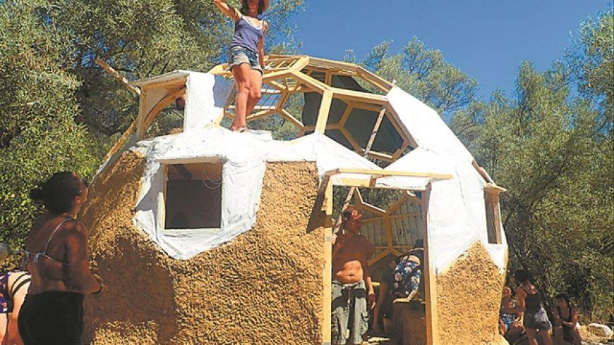 Τα χωμάτινα σπίτια επιστρέφουν δυναμικά