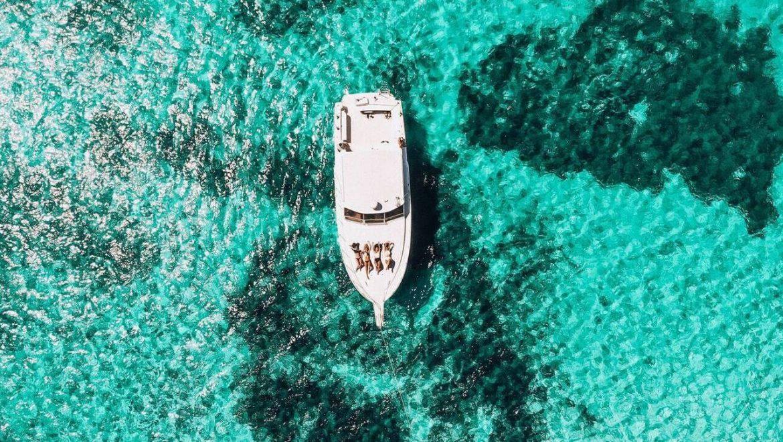 Το island hopping αλλάζει και «επιλέγει» yachting για τα covid-free νησιά