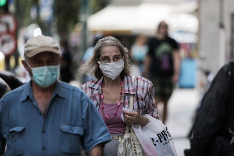 Έρχονται οι «Μωβ περιοχές» – Πού θα είμαστε υποχρεωμένοι να φοράμε διπλή μάσκα
